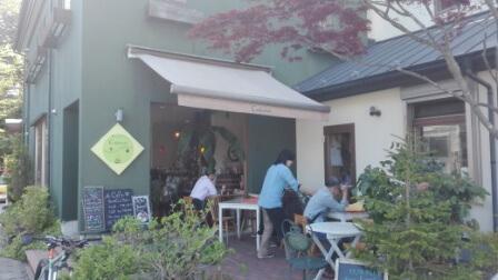 軽井沢のおしゃれカフェ こんな感じのお店が多数並んでます。